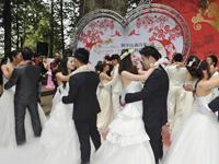 阿里山上的浪漫集体婚礼 [组图]
