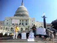 示威者在华盛顿的国会山前抗议美国政府关闭 [组图]