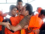 中国海军西沙搜救遇险渔民画面曝光[组图]