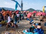 深圳大梅沙游客过处垃圾遍地 仅一天清理垃圾20余吨[组图]