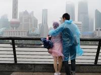 """""""菲特""""外围影响申城 上海发布台风蓝色预警 [组图]"""