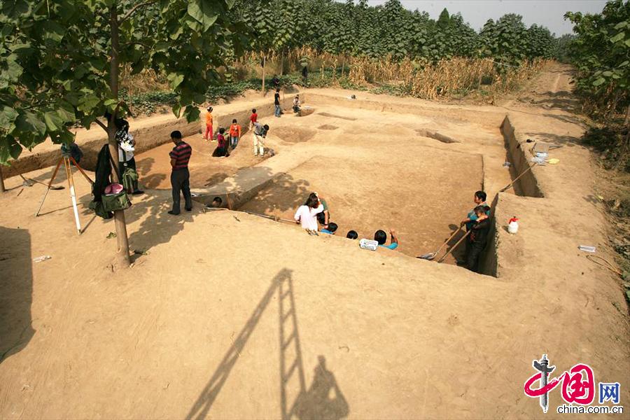 2013年10月10日,河南省三门峡灵宝市阳平镇西坡村西坡遗址考古挖掘现场。 中国网图片库 孙猛摄影
