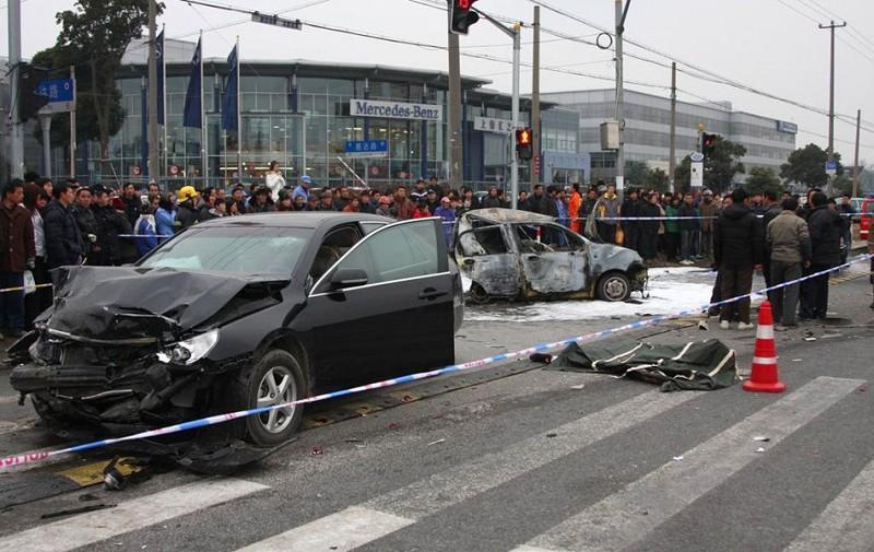 中国车祸视频集锦_醉酒驾驶致3死 南六公路车祸司机被执行死刑_ 视频中国
