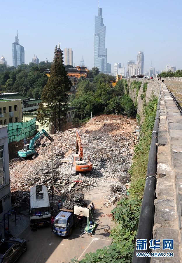 (社会)南京:市政府自拆6幢楼保护明城墙