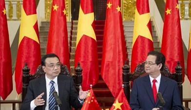李克强与越南总理阮晋勇共同会见记者