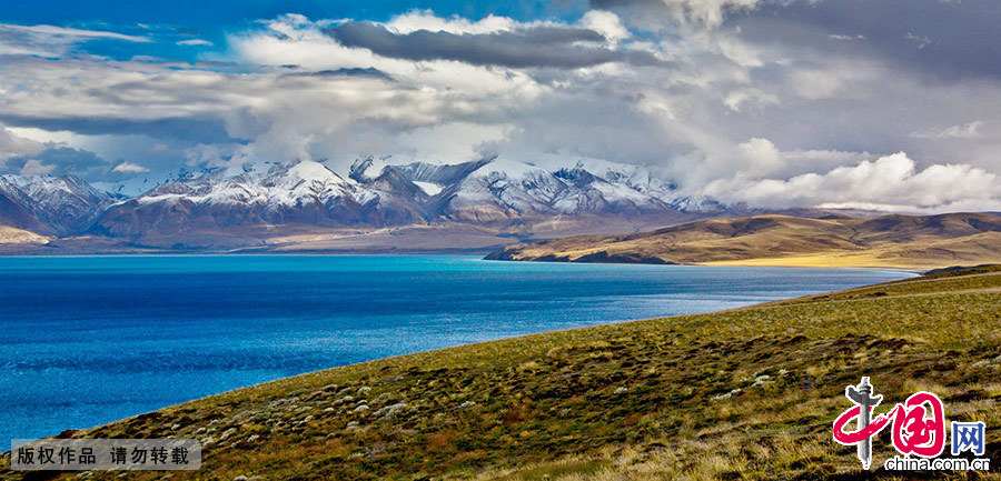 景色诱人的湖泊宛若散落高原的明珠,与各种壮美的景色组成人间天堂。 中国网图片库 晨珠/摄