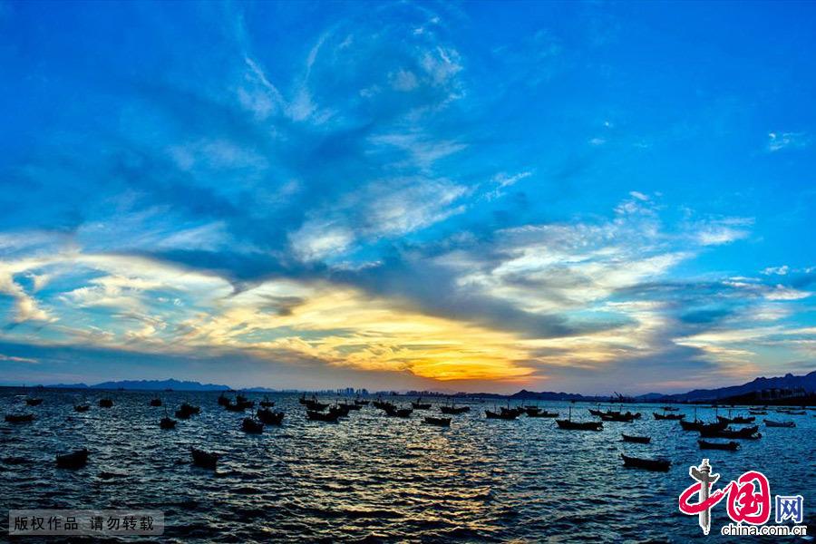 青岛鱼鸣嘴黄昏美景。中国网图片库 王海滨/摄