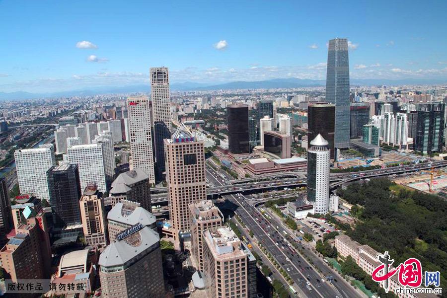 北京CBD商务中心区,图中最高建筑为国贸三期。中国网图片库 王琼/摄