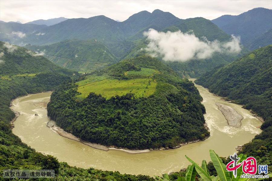 西藏墨脱雅鲁藏布江。中国网图片库 张国文/摄