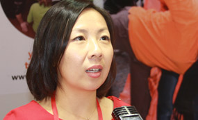 荷兰代表团学生咨询官员李欣杨