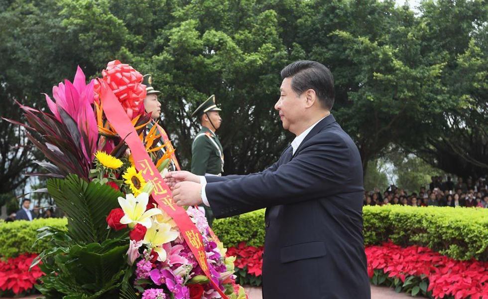 高清:习近平向邓小平铜像敬献花篮