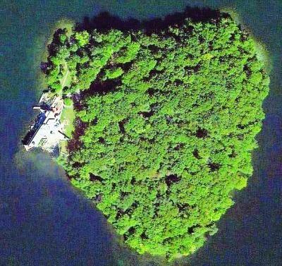 朱莉豪掷1.2亿买心形海岛 为贺皮特50岁生日