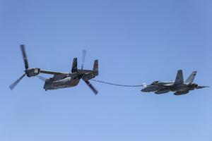 全能鱼鹰为F18和F35空中加油