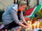 南非民眾悼念曼德拉[組圖]