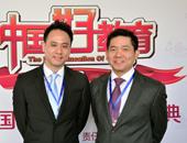 新加坡AK教育科技集团首席执行官周文添先生(右)和业务拓展总监翁成良先生(左)
