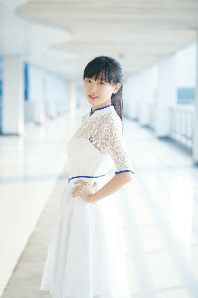 高清:浙大礼仪美女白裙飘