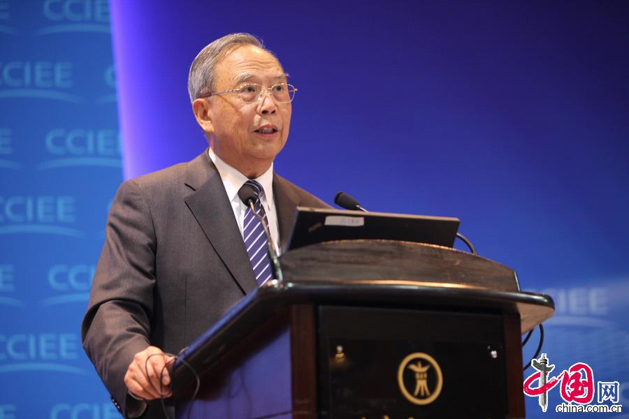 2013年12月21上午,中国国际经济交流中心理事长曾培炎在中国经济年会上发表演讲。中国网记者 郑亮摄