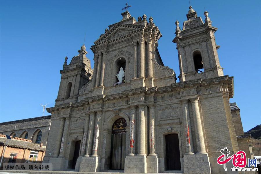 板寺山圣母堂,是中国北方最有名望和最有影响的圣母堂,同时也是梵蒂冈教皇批准的圣地。中国网图片库 范根林/摄