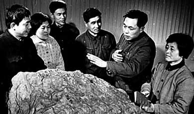五星红旗 宇航员/美宇航员曾带五星旗上月球...