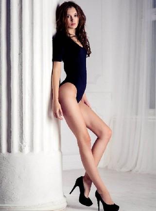 腿长106厘米!18岁实习律师赢得俄选美大赛冠军