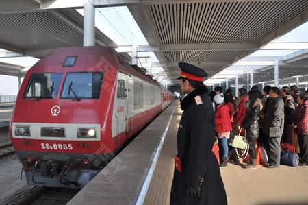 春运铁路预计发送旅客2.58亿人次 同比增7.9%_ 视频中国