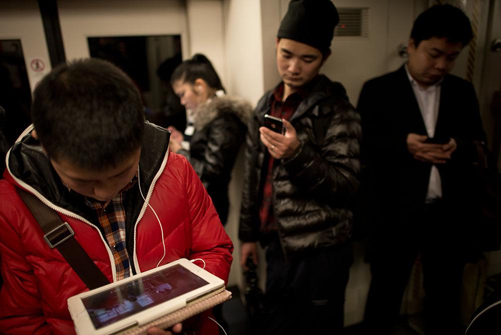 中国网民数量6.18亿 手机网民超5亿