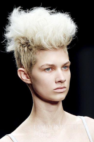 女士菠萝头发型图片
