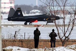 """歼-31隐形战机被军迷""""围观"""""""