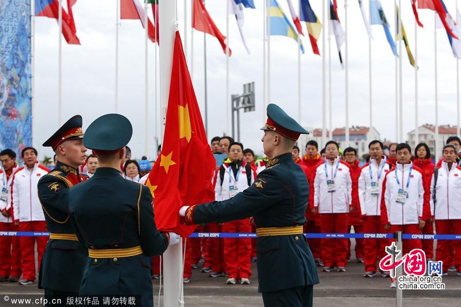 2014索契冬奥会前瞻:中国代表团奥运村举行升旗仪式