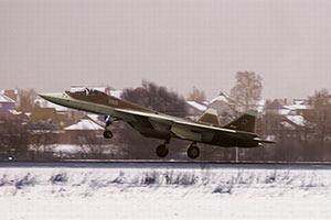俄第5架T-50换装挪窝试飞院