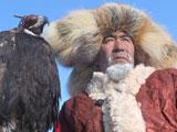 """第二届哈萨克族""""萨勒布仁""""猎鹰比赛[组图]"""