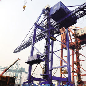 """800吨庞然大物在津""""装船"""" 为天津港近年首次"""