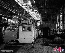 1993年后,经国家有关部门批准,该厂以CDK方式引进散件技贸合作的形式生产SXZ6481得力卡面包车及MPV道奇旅行车、三菱太空车等品种,并开始与德国奔驰洽谈合作生产奔驰的MB100面包车等项目。