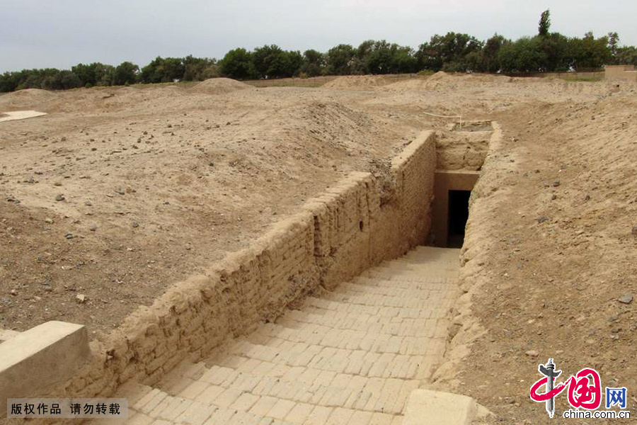 新疆吐魯番存放幹屍的古墓室。中國網圖片庫 孫繼虎/攝
