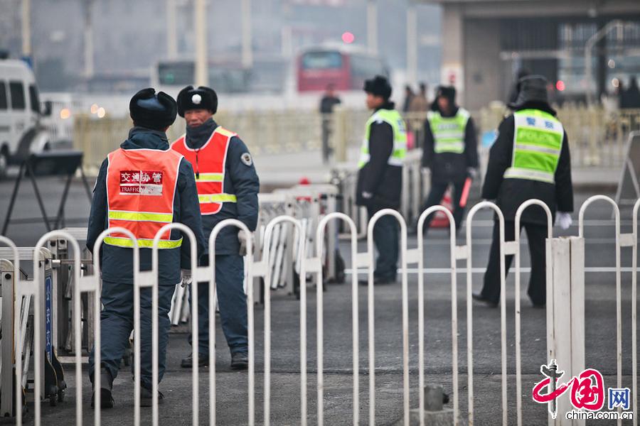 3月3日,两会开幕前夕,天安门、人民大会堂及周边地区安保全面升级。 中国网记者 郑亮摄影