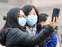全國政協會議開幕撞霧霾 記者戴口罩採訪聚焦空氣治理