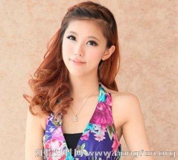 梨花头发型,给夏季的女生一个更显高贵优雅的效果.斜向一边