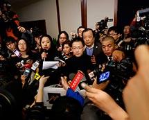 马航就失联飞机事件在北京丽都饭店召开记者会[组图]