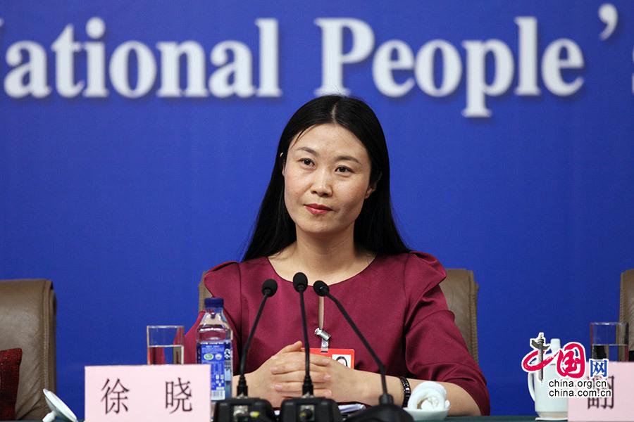 3月12日,全国人大代表、河南省开封城摞城发展有限公司董事长徐晓回答记者提问。