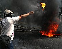 委内瑞拉军队对示威者清场 冲突已致29人丧生[组图]
