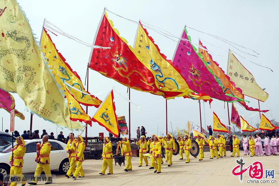 """江南网船会""""是一种地方特色浓郁的水上庙会,起源于清末民初,是江浙沪一带渔民自发组织的民间民俗活动"""