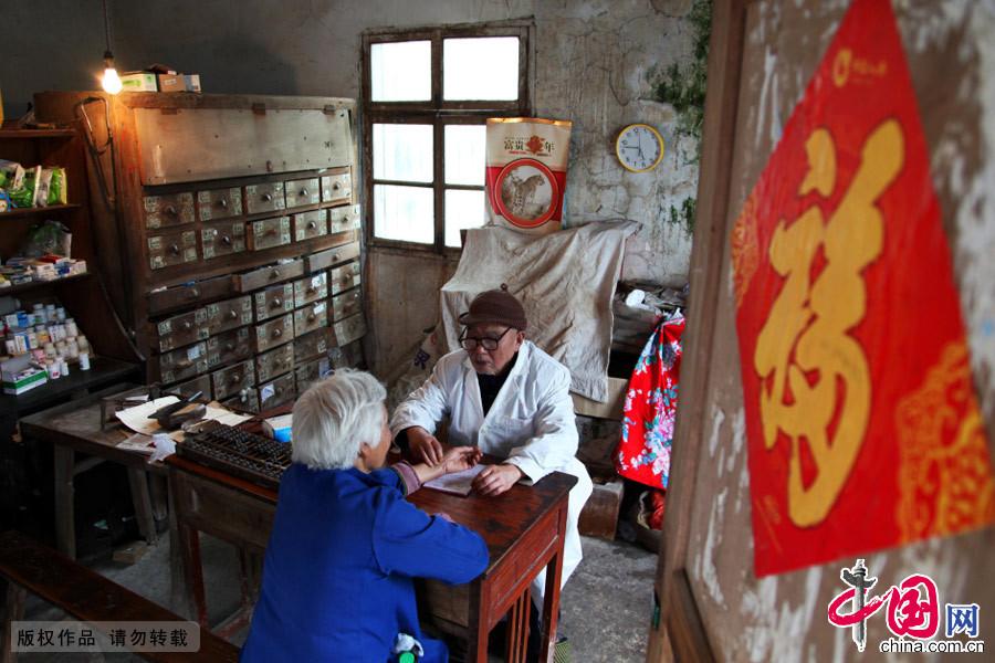 圖片故事,拐杖村醫,懸壺濟世,家風,世代相傳,鄉村醫生,