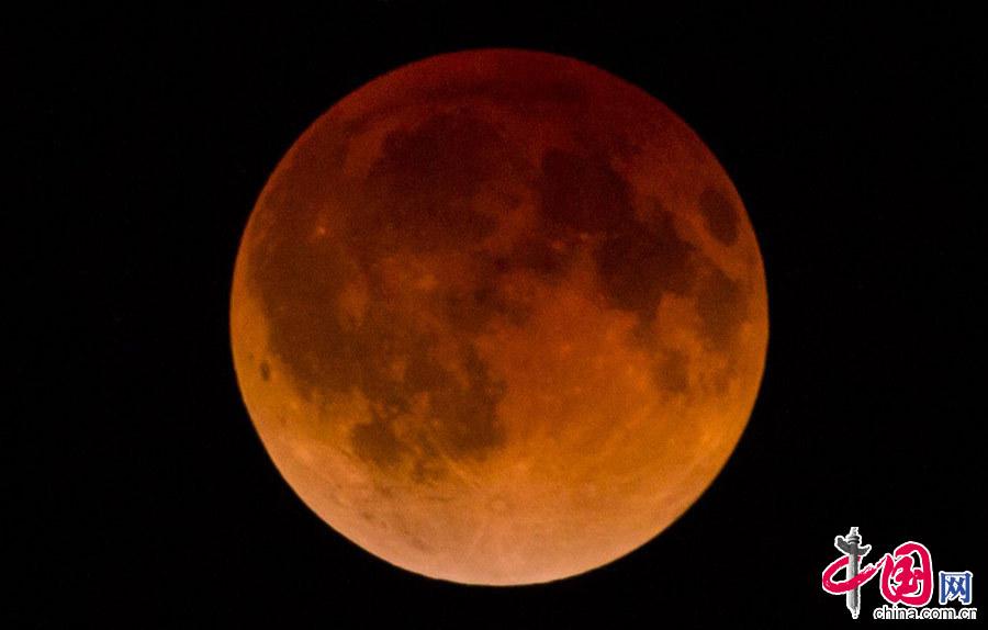 """当地时间2014年4月15日,美国AUSTIN出现罕见""""血月""""景观。"""