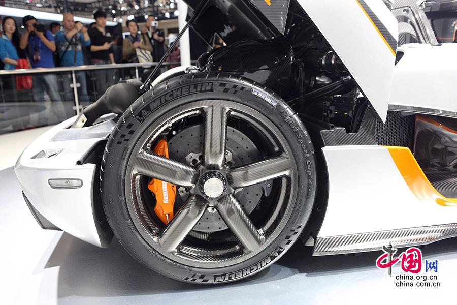 2014北京国际车展,koenigsegg品牌展出的一款跑车霸气十足,宛如一柄锋利的刀锋,划破空气,追求速度的极限。