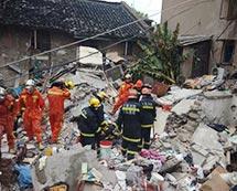上海虹口一老式居民楼坍塌 致2人死亡[组图]
