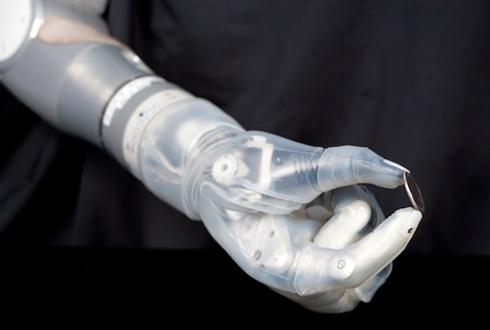 """未来学家预言""""三头六臂""""性爱辅助假肢的出现已不存在技术障碍."""
