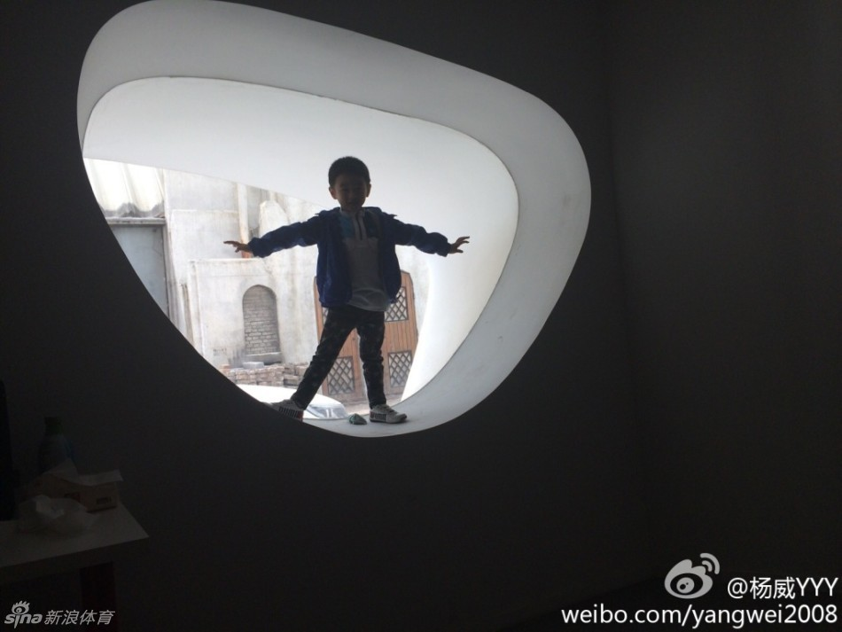 penbeat谱子单手致爱-近日,湖南卫视亲子节目《爸爸去哪儿2》首站录制完成.体操名将杨
