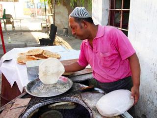 百姓故事:库尔班的烤馕梦