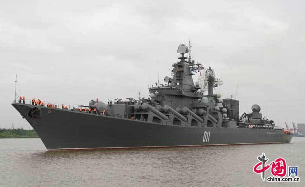 """光荣级""""瓦良格""""号导弹巡洋舰抵沪"""