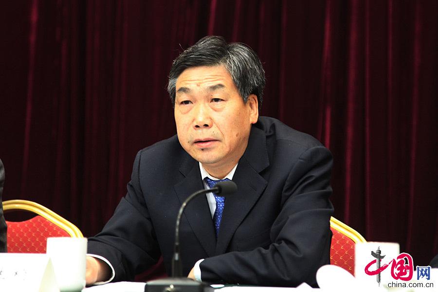甘肃省政府秘书长张生桢介绍有关情况